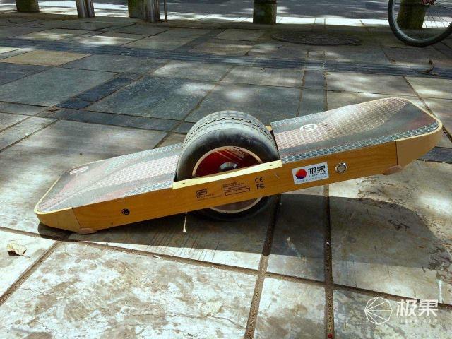 Surfwheel独轮平衡电动滑板